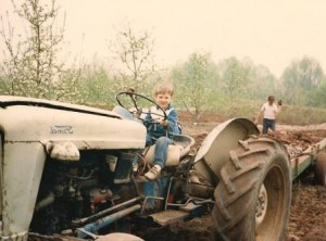 justin-tractor-001-300x222