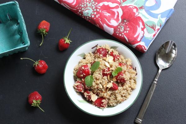 strawberry quinoa breakfast bowl