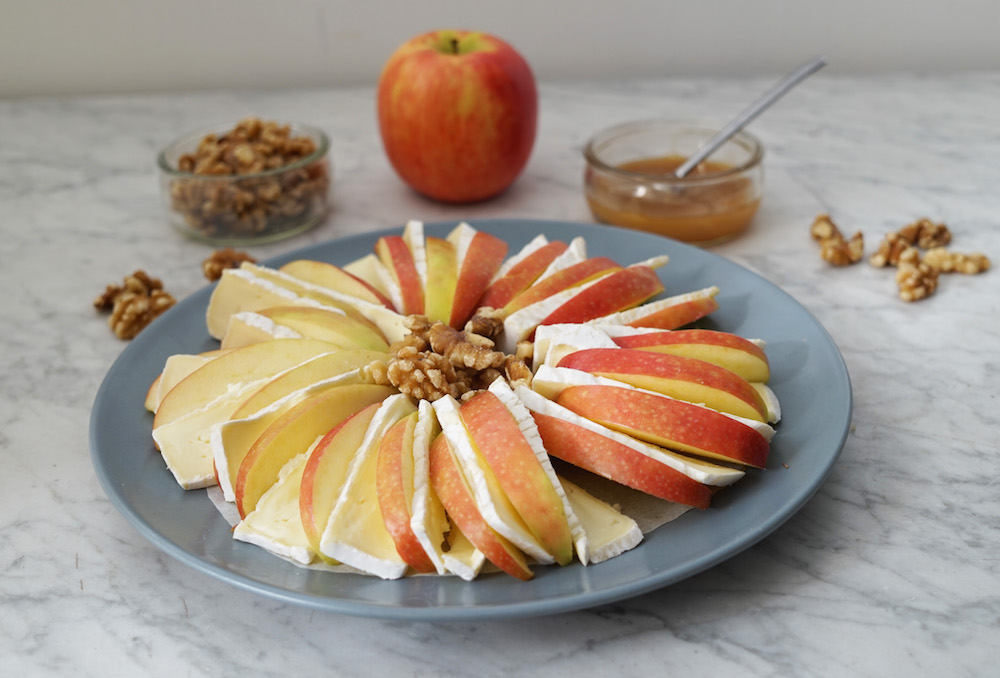 Health-Food-Appetizer-Apples-Brie
