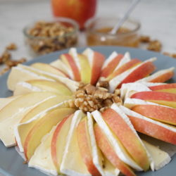 Apples-Brie-Honey-Wanut-2-1000